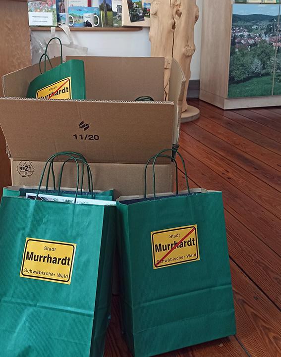 Die Willkommenstüten für die neuen Fünftklässler:innen sind gepackt.
